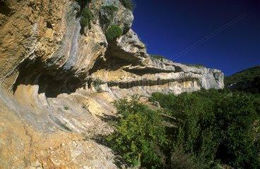 Paysage de corniche rocheuse calcaire en Navarre Espagne