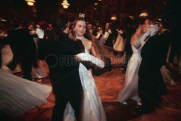 Couples de danseur au bal de Vienne