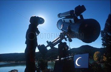 Eclipse annulaire de Soleil observée par filtre & projection