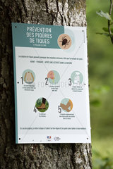 Sign on a tree  Prevention of tick bites (Ixodes ricinus) in forest  under the Ballon de Servance  Plancher les Mines  Haute-Saone  Vosges  France