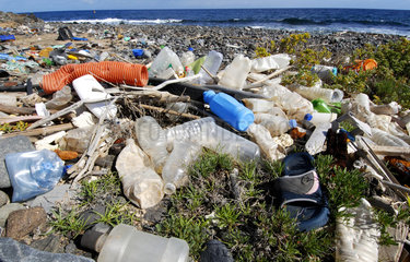 Photo denunciation  garbage in the sea. No matter the place if not the consequences.