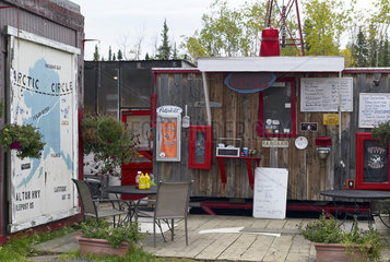 Dalton Highway : from Fairbanks to Prudhoe Bay  At mile 60  gas station and lodge  Alaska  USA