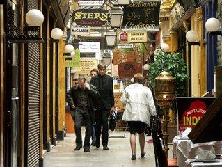 Promeneurs passage des panoramas. 9 ème arrondissement