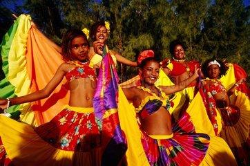 Groupe de danseurs de Séga le jour de la fête de la musique