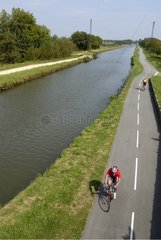 Cyclists on Véloroute along canal of Rhone to Rhine