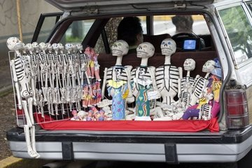 Craft industry sold at the back of a car Mexico