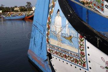 Bâteau de pêche traditionnel au port de Torreira Portugal