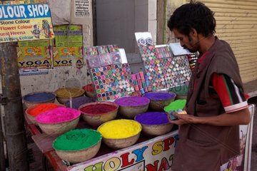 Merchant of colors for the festival of Holi - Rajasthan India