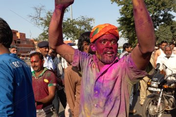 Man covered in color to the festival of Holi - Rajasthan India