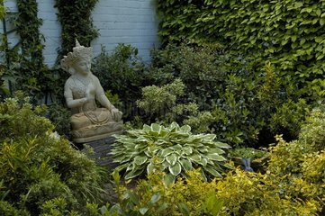 Sculpture de Bodisatva au Jardin Mandalay en Belgique