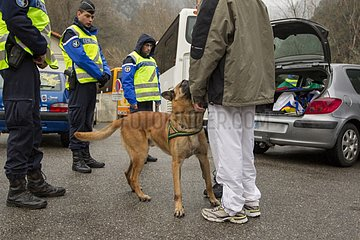 Training in search of drugs in a train SNCF - France