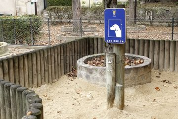 Space for dog droppings in Sèvres France