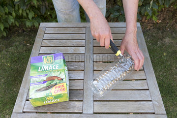 Realization of a slug trap with metaldehyde granules. Place the toxic pellets for wildlife in a plastic bottle cut in half  only the slugs will have access to the poison.