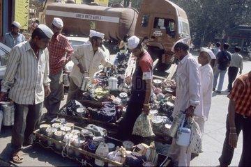 Rencontre des livreurs et échange de boîtes déjeuner Inde