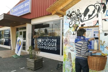Automatic distributor of organic fresh milk