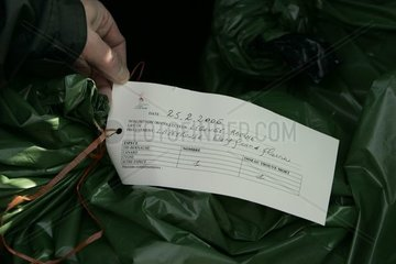 Etiquetage ONCFS des sacs renfermant les cadavres d'oiseaux