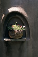 Decorating a flower vase wall niche Santa Fe USA