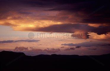 Différentes variétés de nuages au crépuscule dans le Larzac