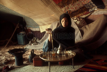 WEST SAHARA : Saharawi woman is preparing sweet green mint tea i her Tent. In the no-mans land between Algeria and the occupied territory of the West Sahara.