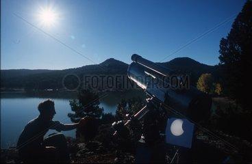Eclipse annulaire de Soleil observée projection du télescope