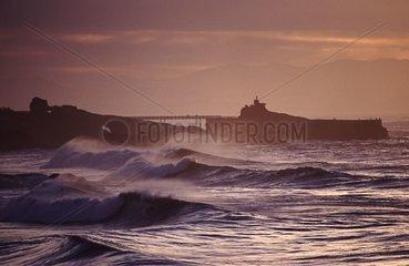 Lumière du soir et houle sur le rocher de la Vierge Biarritz