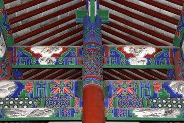 Charpente traditionnelle peinte Jianshui Yunnan avril Chine