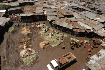 General view of the mud-filled in Toi Market within the sprawling Kibera slums in Nairobi November 23  2006. Over three thousand petty traders with no formal training in small bussineses trading have come together and are raising more than 1 million Kenya