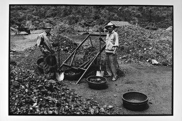 Miners Mine Ha Tu Vietnam
