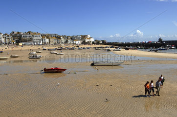 Cornwall  St Ives  low tide in the harbour and beach