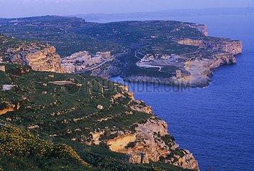 Ile de Gozo. Vue panoramique sur les falaises de Xlendi.