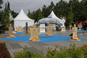 BiodiversitTerre  Paris  France Imagined by Gad Weil on the Place de la Republique in Paris from 02 to 05 June 2018  this huge plant and human work that is BiodiversiTerre invites everyone to grasp the responsibilities he or she has vis-à-vis Environmental protection. Through several living paintings one can better understand ecological issues and the need to take care of biodiversity. Many topics are discussed including urban agriculture  water  energy and recycling.