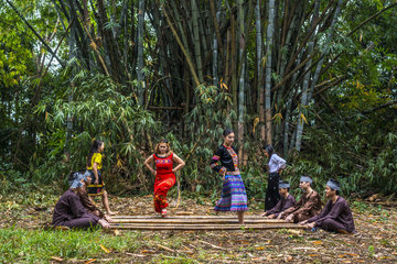 Dance s?p (bamboo dance) is a folk dance of the Muongs (North-West Vietnam) in early spring  New Caledonia