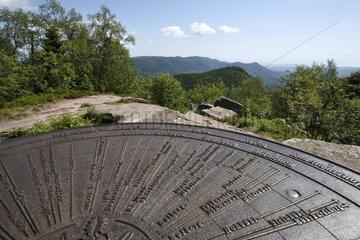 Table d'orientation derrière le temple erige en 1869  le Donon (1019 m)  sommet  vue sur le Petit Donon  Hautes-Vosges  Grandfontaine  Bas-Rhin  Francmet  Hautes-Vosges  Grandfontaine  Bas-Rhin  France
