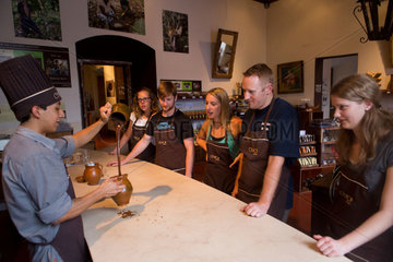 chocolate workshop for tourists in guatamala