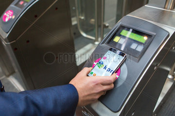 contactless payments with mobile phone