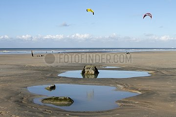 Kite yachting on a beach in Normandy - France