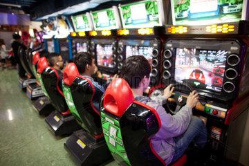 hongkong youth playing computer games