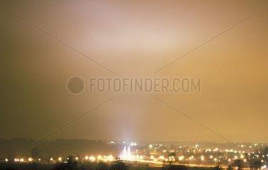 Eclairage urbain capturé par les nuages Etupe Doubs