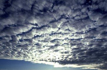 Front nuageux composé de stratocumulus France