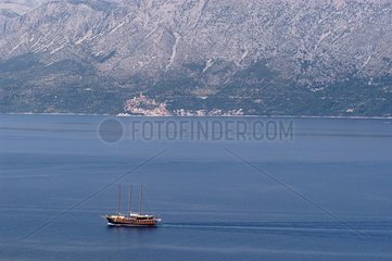 Voilier longeant la côte Dalmate Croatie