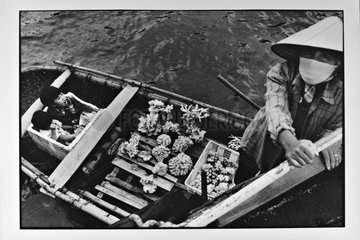 Sale of corals on the legendary Bay Along Vietnam