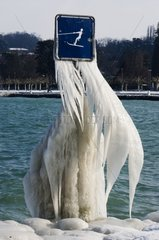 Cold on the marina of Babbling Geneva