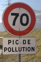 Panel signalling a peak of pollution France
