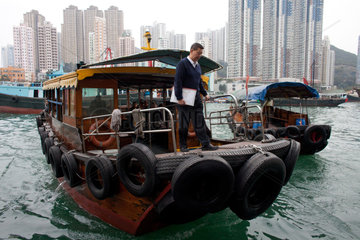 ferry in hongkong (aberdeen)