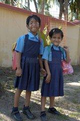Petites écolières en uniforme à Fort Cochin en Inde