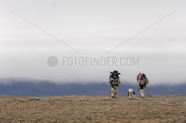 Trekkers independently of 10 days Somerset Island Canada