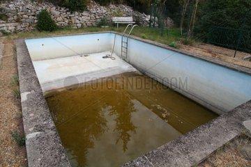 Private pool vacuum to bad season France