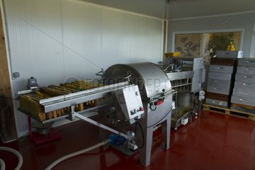 Centrifuge to extract the honey frames