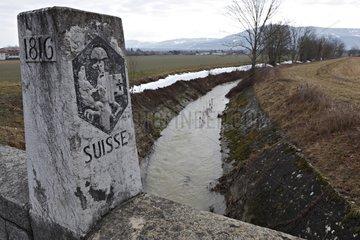 Marker du Pont Neuf between France and Switzerland