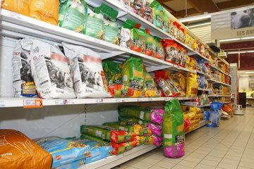 Rays of dog food in a supermarket France